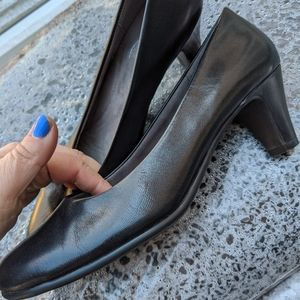 Aerosoles Black Heel Rest Leather Heels Size 9M